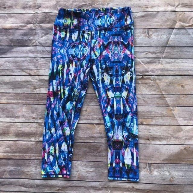 6d607557888209 Fabletics Salar Printed PowerHold Capri Cropped Leggings Reef Print XS  Athletic