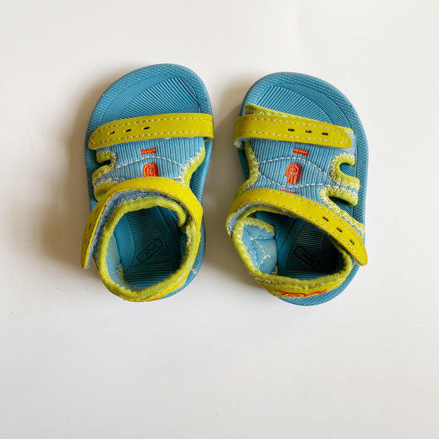 NEW TEVA MUSH INFANT SZ 6 BLUE YELLOW BLACK FLIP FLOPS