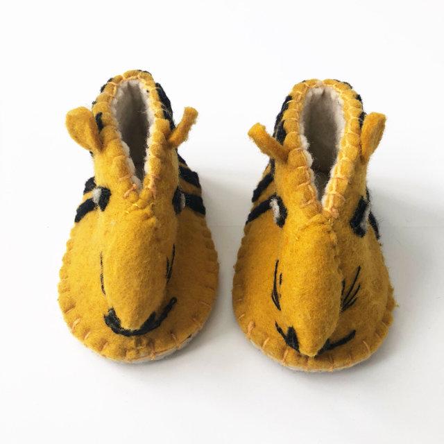 557040f70d2    Handmade    Felt Tiger Folk Art Kids Slippers